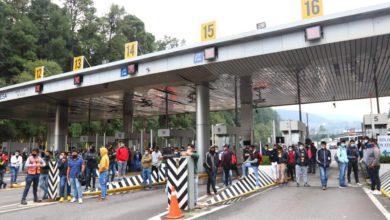 Toman autopista México-Toluca aulumnos de Tenería