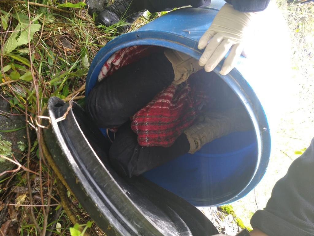 Descubren cadáver encobijado en Capulhuac