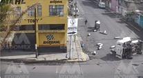 Vuelca camioneta gasera en Neza