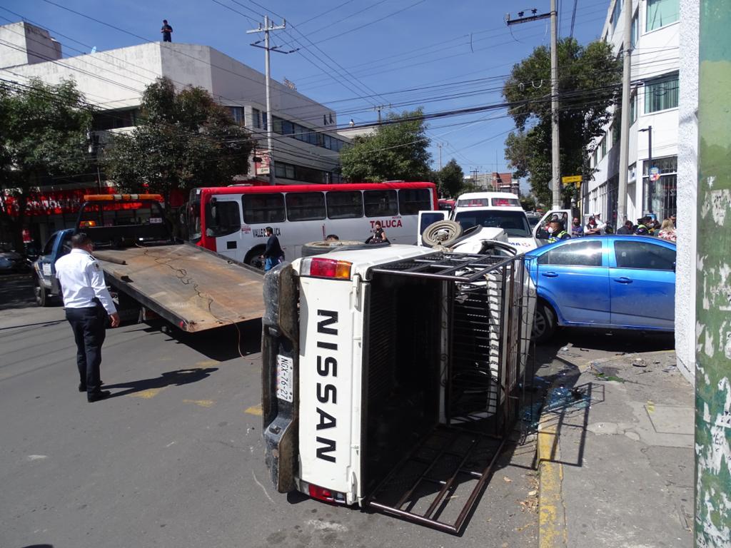 camioneta causa accidente