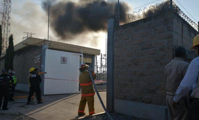 El siniestro se registró en las instalaciones de la Comisión Federal de Electricidad (CFE), al lugar acudieron autoridades de Protección Civil y Bomberos para controlar el fuego.