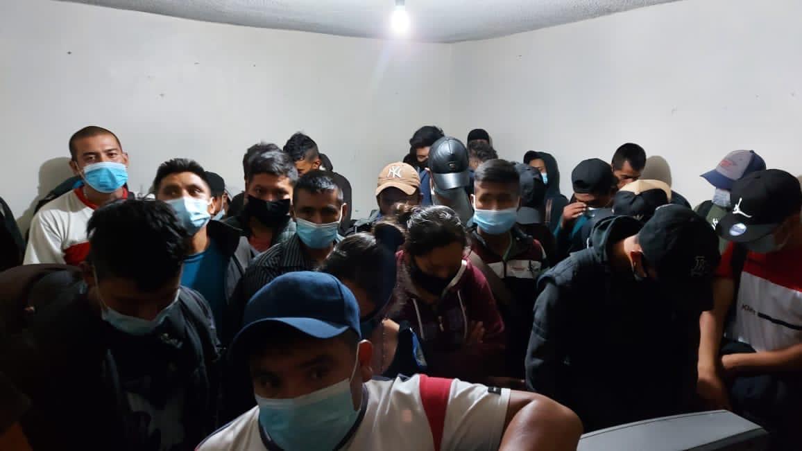 44 migrantes hacinados