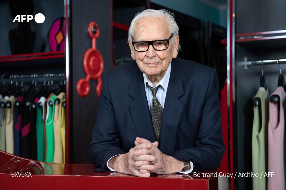 El diseñador de moda francés Pierre Cardin muere a los 98 años