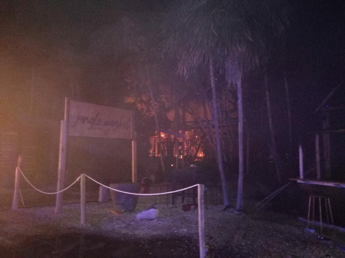 Evacuan a mil personas por incendio en la zona costera de Tulum