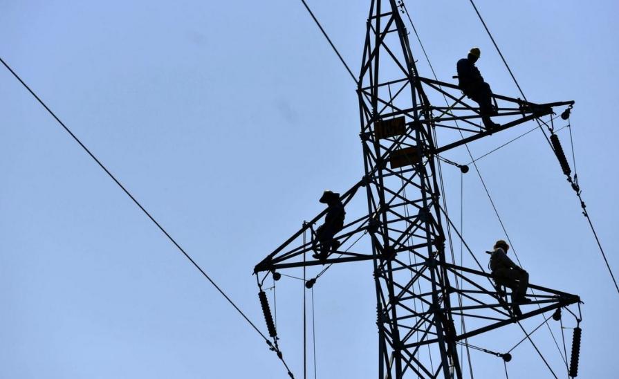 Trabajadores de la Comisión Federal de Electricidad, en imagen de archivo. Foto Cuartoscuro