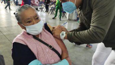 Vacunación contra COVID-19 de adultos mayores en la Ciudad de México. Foto de @Claudiashein
