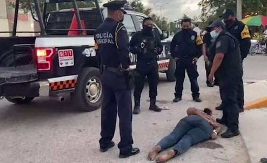 Victoria Esperanza fue sometida con fuerza excesiva por policías de Tulum, Quintana Roo. Foto tomada de un video publicado en el Twitter de @jiminflover