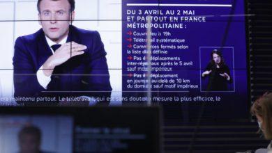 """El presidente francés, Emmanuel Macron, a la baja en los sondeos y que afronta elecciones presidenciales el próximo año, admitió haber """"cometido errores"""" en la gestión de la crisis. En la imagen, el mandatario durante su mensaje a la nación, 31 de marzo de 2021. Foto Ap"""