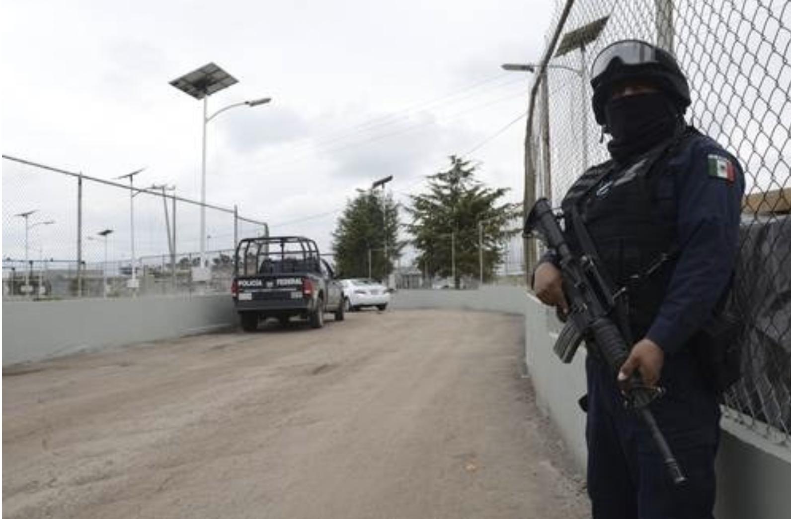 Vigilancia policiaca en el penal federal de máxima seguridad del Altiplano. Foto Agencia MTV / archivo