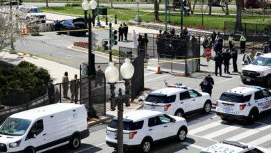 Dos agentes quedaron heridos tras ser atropellados cerca del Congreso de Estados Unidos por un vehículo cuyo conductor fue detenido, informó la policía, el 2 de abril de 2021. Foto Ap