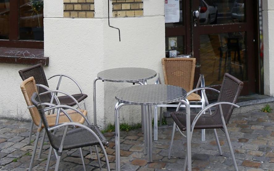 Francia mantiene cerrados todos los restaurantes y cafeterías y este fin de semana puso en vigor nuevas restricciones. Foto Ap