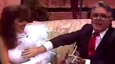 Momento en que Enrique Guzmán toca los senos de Verónica Castro