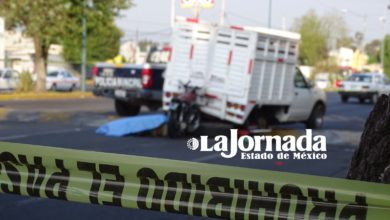 La víctima perdió el control hasta chocar contra la parte posterior de una camioneta tipo estaquitas color blanca