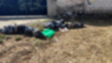 Policías municipales fueron alertados de varios envoltorios con plástico negro, a las afueras del panteón local