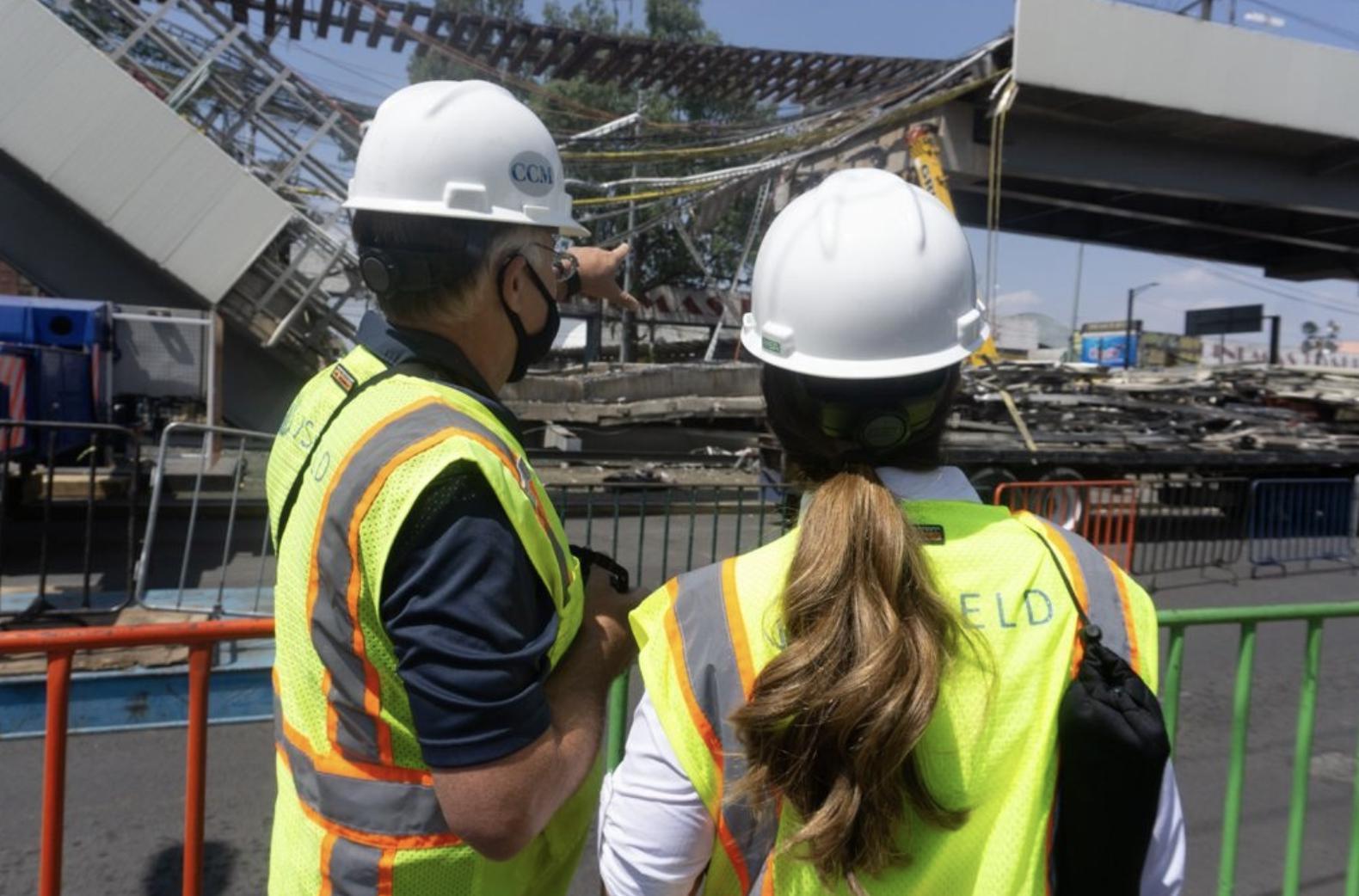 Personal de la empresa JS Held evalúa el colapso ocurrido entre las estaciones Olivo y Tezonco de la Línea 12 del Metro. Foto LA JORNADA/Pablo Ramos