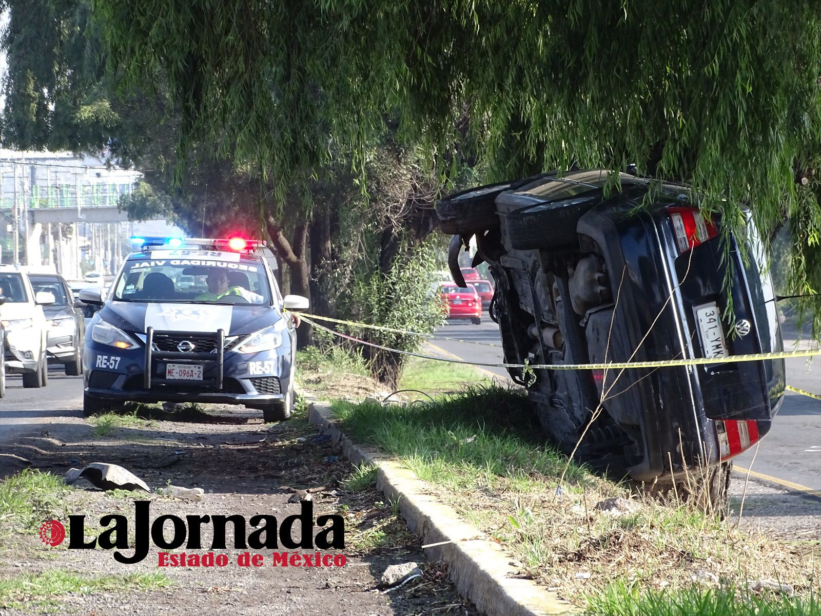 Patrulla municipal de Metepec abandera la zona del accidente
