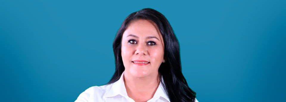 Alejandra Aranda Nieto haciendo campaña en las elecciones 2021