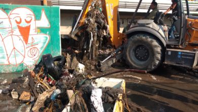 La corriente arrastró la basura que encontró a su paso y saturó rejillas del colector plásticos y el arenero San Carlos