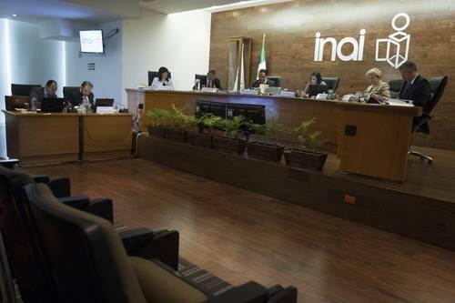 Comisionados del INAI durante sesión