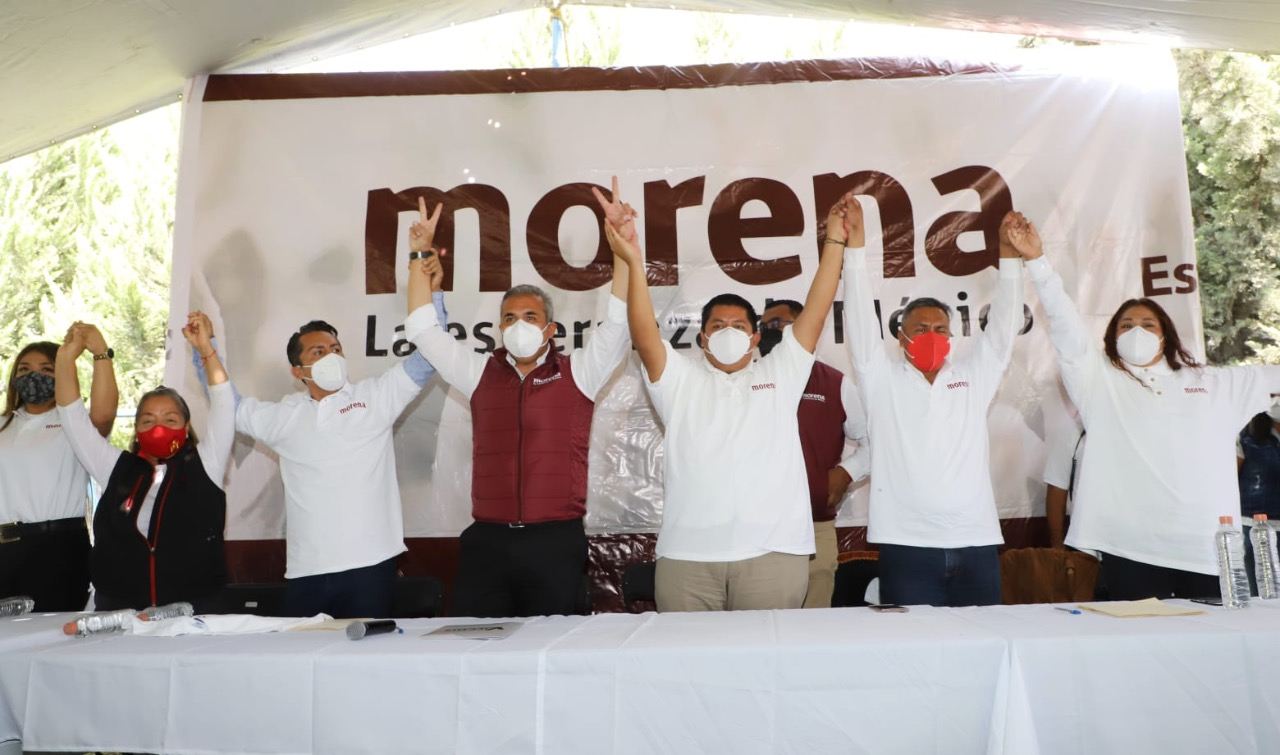 Fernando Vilchis, candidato de Ecatepec, acompañado por morenistas en evento público