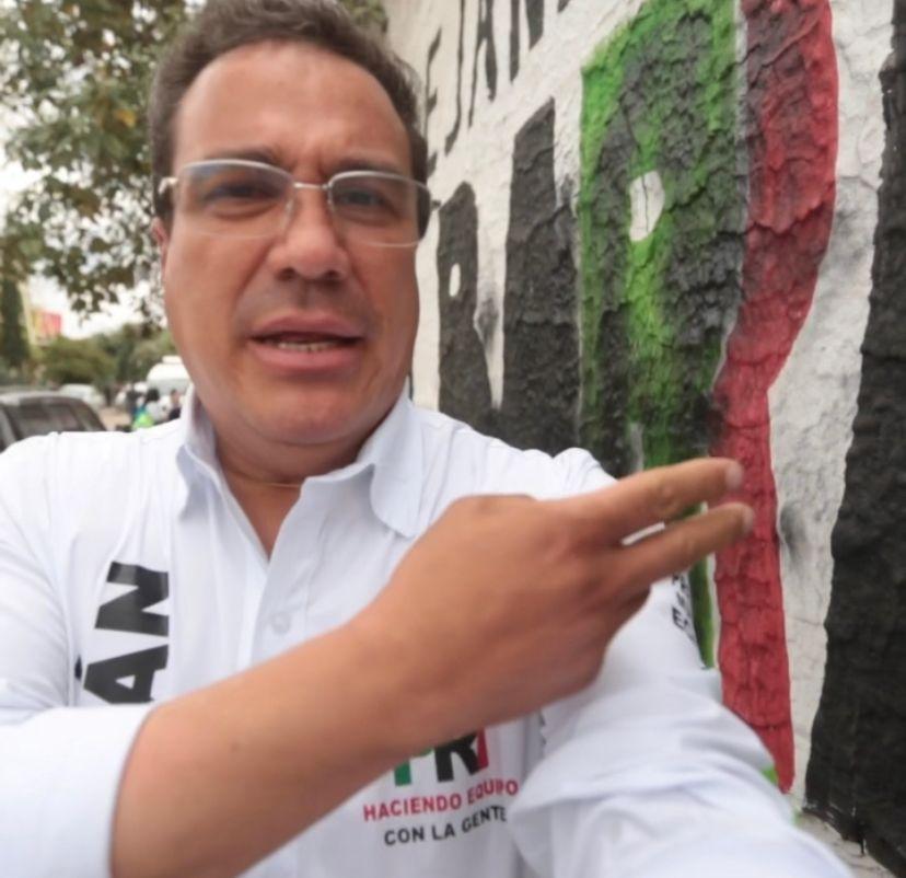 """""""Nos están vandalizando nuestras bardas y nuestra propaganda. Eso es jugar sucio"""", señaló el candidato en redes sociales"""