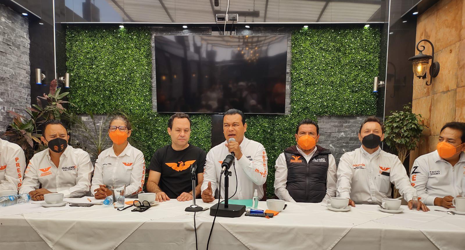 El candidato a la presidencia municipal, Juan Zepeda, acompañado por integrantes de su partido