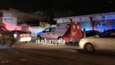 Camioneta SEMEFO en lugar de los hechos de un homicidio en Lerma
