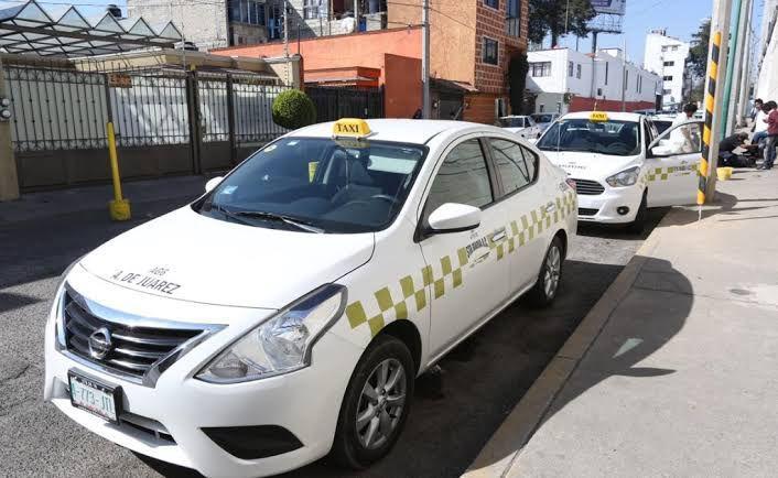 taxi de sitio base Almoloya de Juárez esperando pasaje