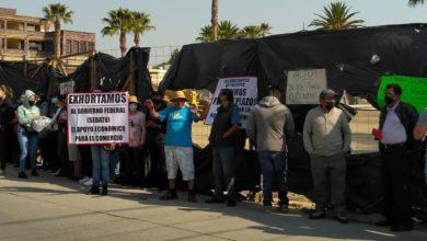 Los manifestantes frente a la obra del centro de Tultepec