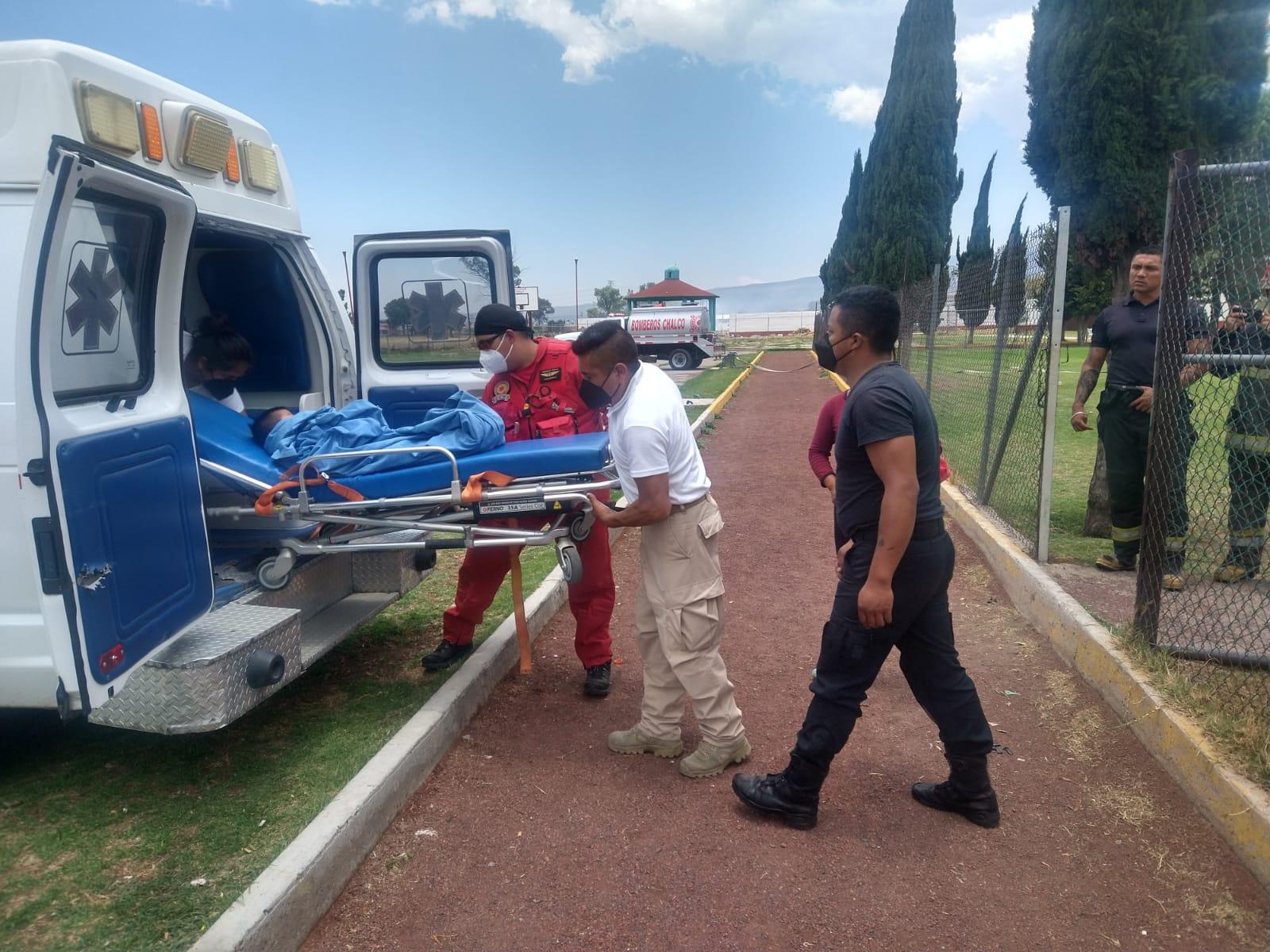 Paramédicos trasladan a menor de 3 años