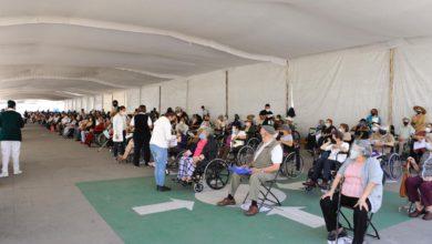 Personas de Coacalco recibiendo la vacuna contra Covid