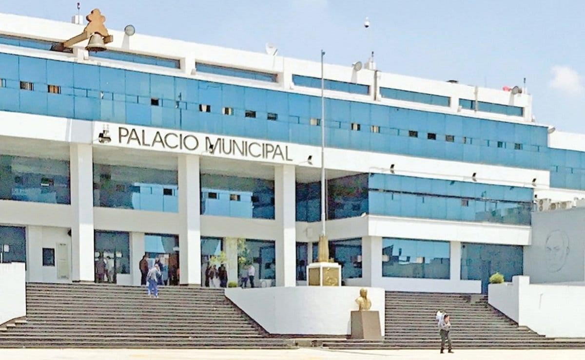 Edificio ayuntamiento de Naucalpan, adeuda pagos