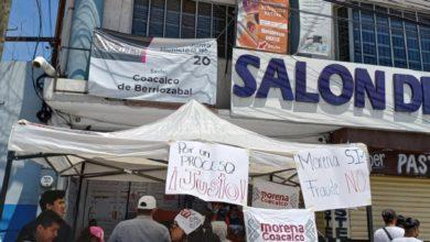 Manifestantes de Morena a las afuerass del IEEM en Coacalco