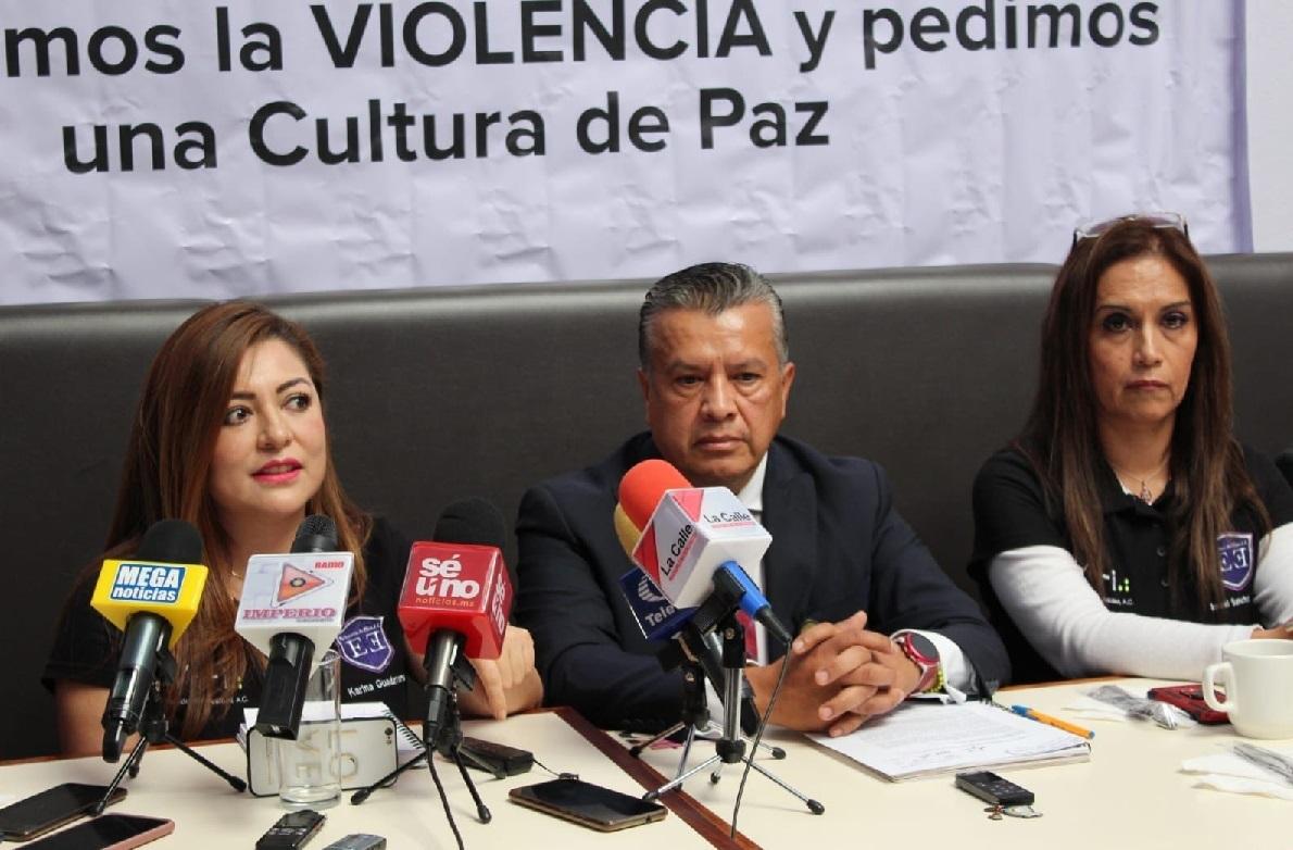 Integrantes de la asociación en conferencia de prensa