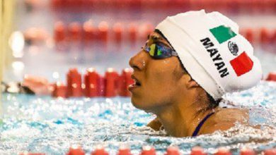 La mexiquense Mayan Oliver en competencia de nado