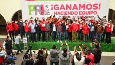 Integrantes del PRI celebrando el triunfo electoral