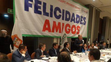 Reunión con alcaldes y diputados electos