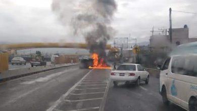 Camioneta se incendia en la México-Puebla