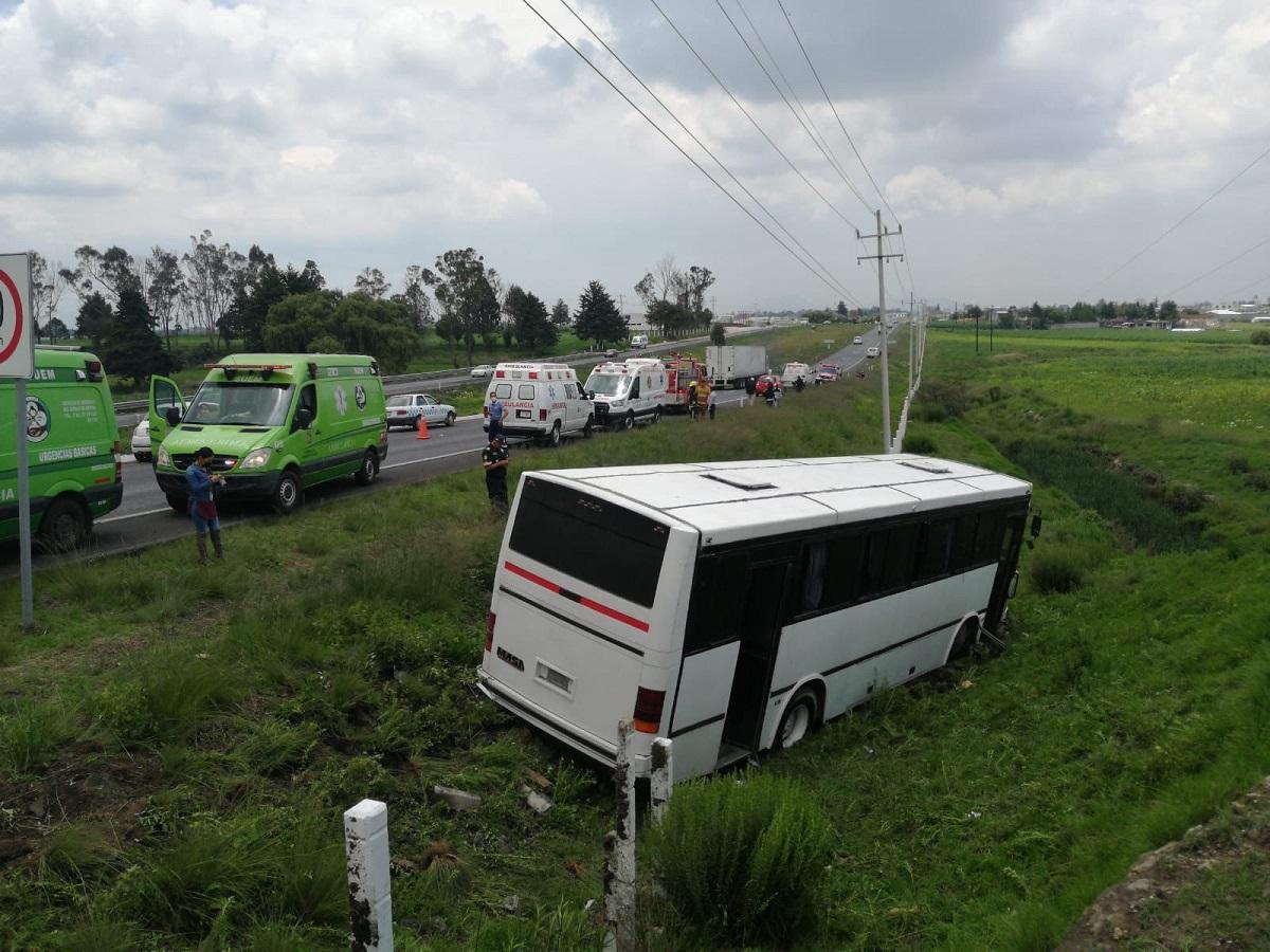 Autobús sale de la carretera